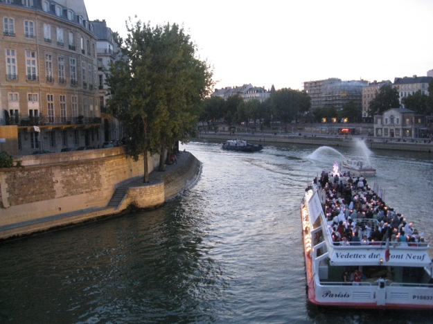 fluvial procession, Paris