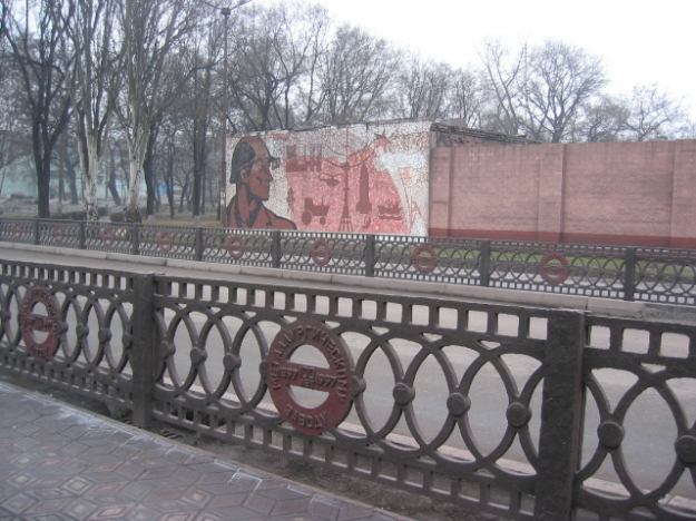 Soviet wall frescoes remind us of an other era.